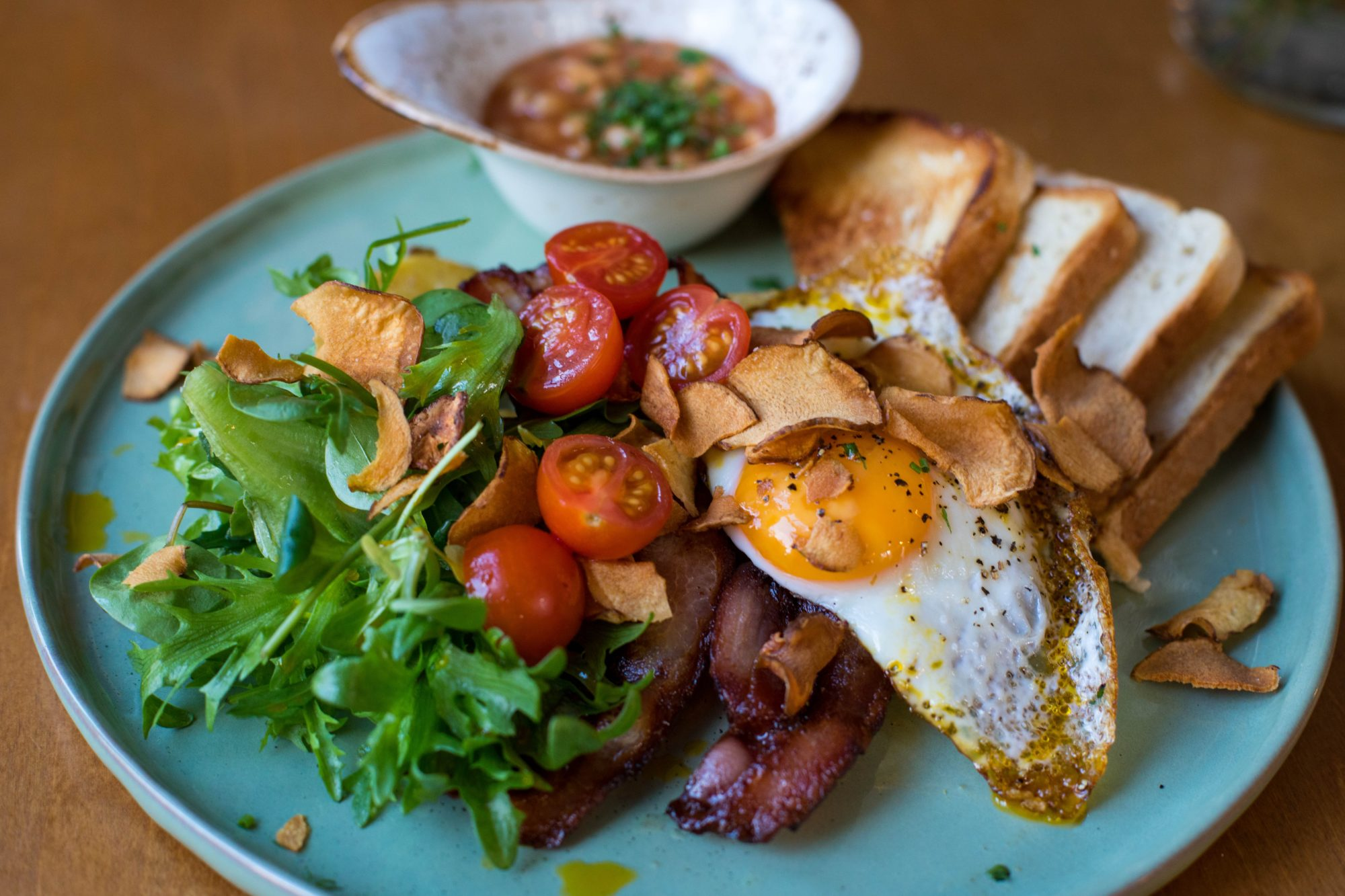 bacon, eggs, bread, tomatoes. eat breakfast the day of your wedding. wedding day tips for the groom